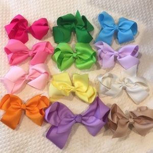 12 Bows 11: 4.5 inch Bows 1: 6 inch Purple Bow